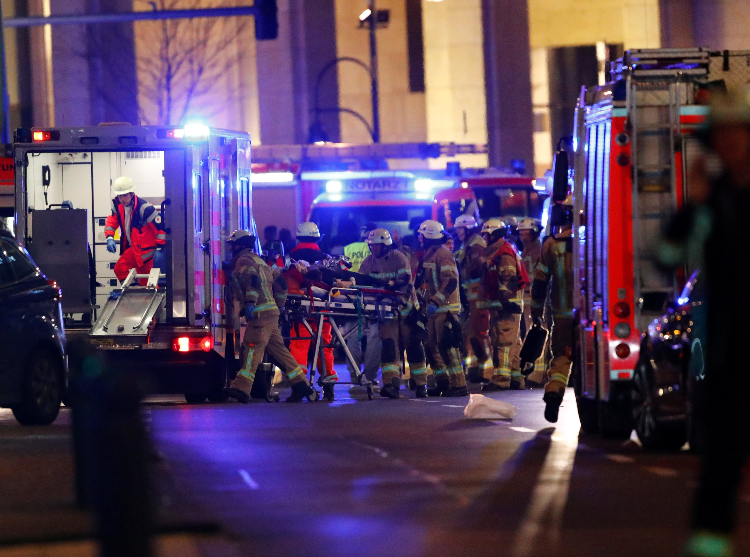 Police and emergency workers are at the site of an accident at a Christmas market on Breitscheidplatz square near the fashionable Kurfuerstendamm avenue in the west of Berlin, Germany, December 19, 2016.   REUTERS/Fabrizio Bensch