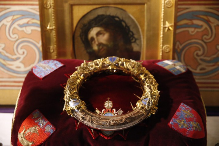 THE CROWN OF THORNS