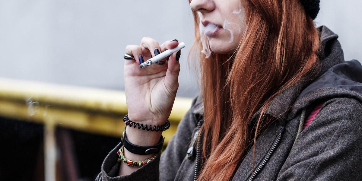 WOMAN,OUTSIDE,SMOKING,CIGARETTE