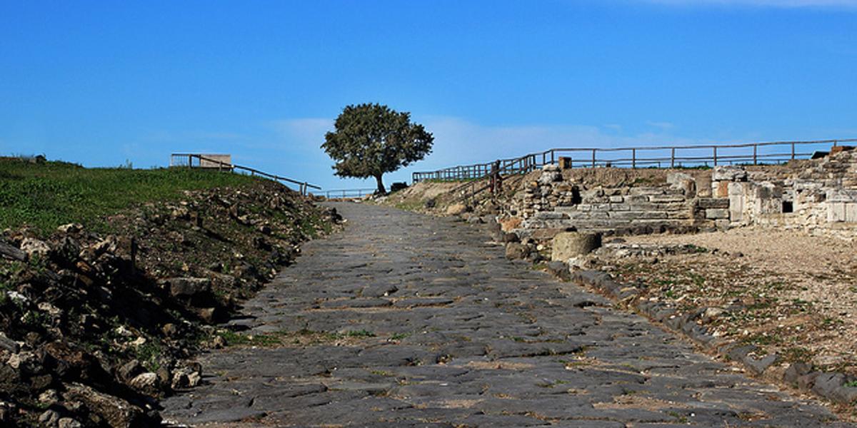 ANCIENT,ROMAN,ROADS
