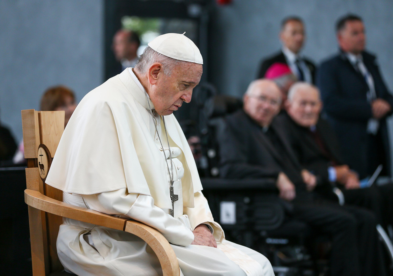POPE FRANCIS,MMWMOF,PRAYING
