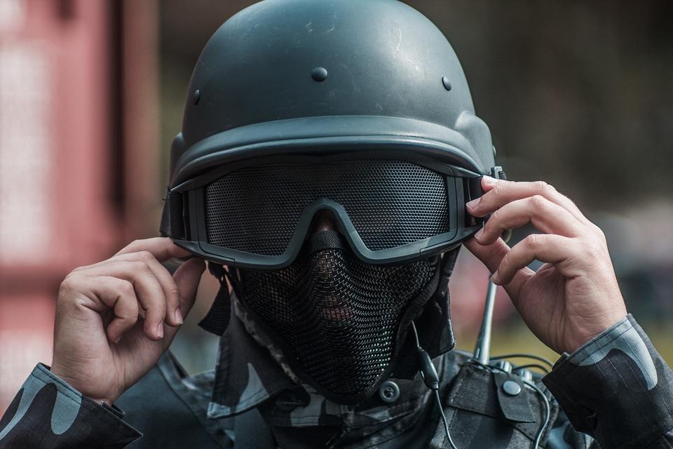 combat-helmet