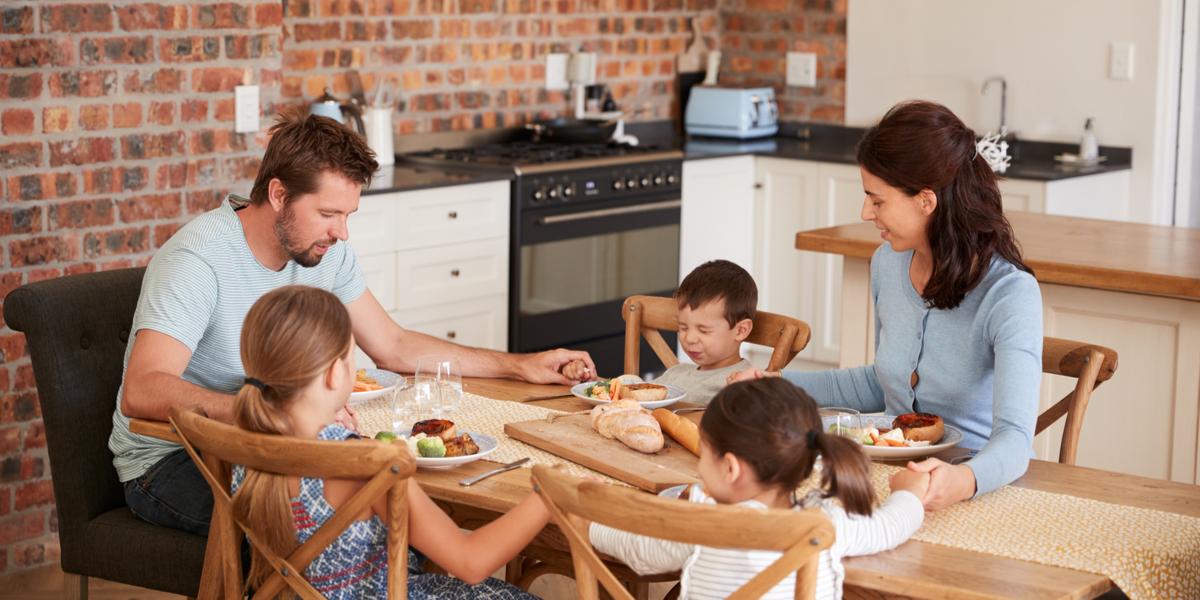 Family-Praying-Eating