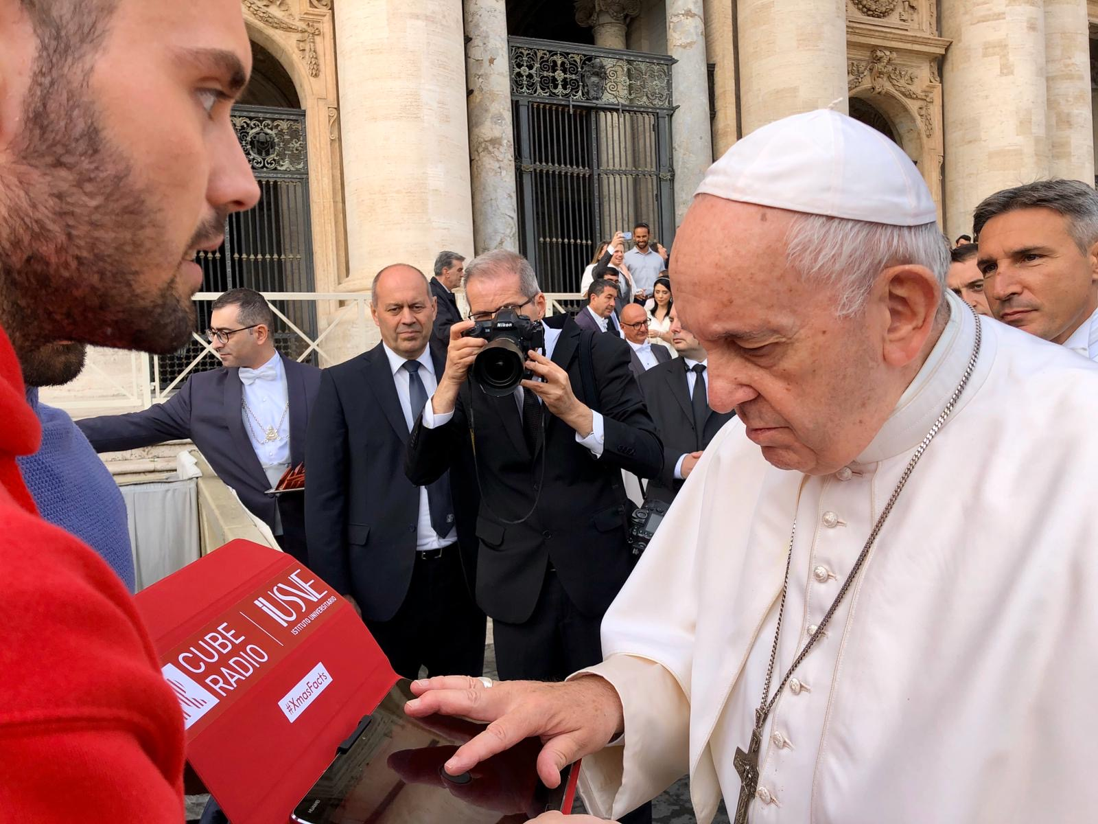 POPE LAUNCHES XMAS FACTS IN SAINT PETER SQUARE