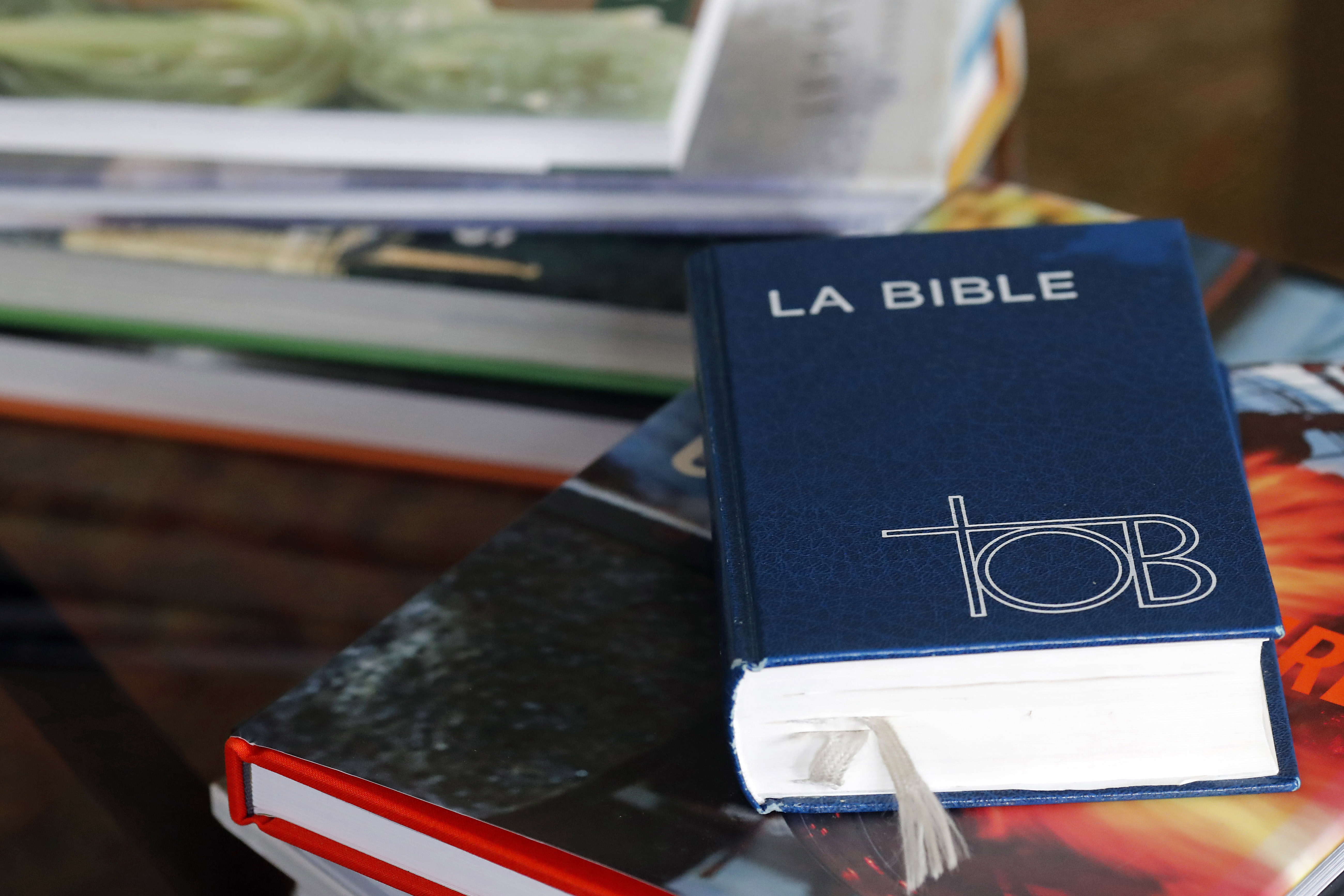 WEB2-BIBLE-TOB-Godong-FR606240A.jpg