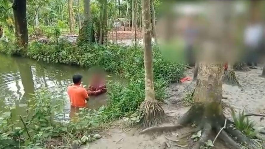 Baptême de chrétiens au Bangladesh