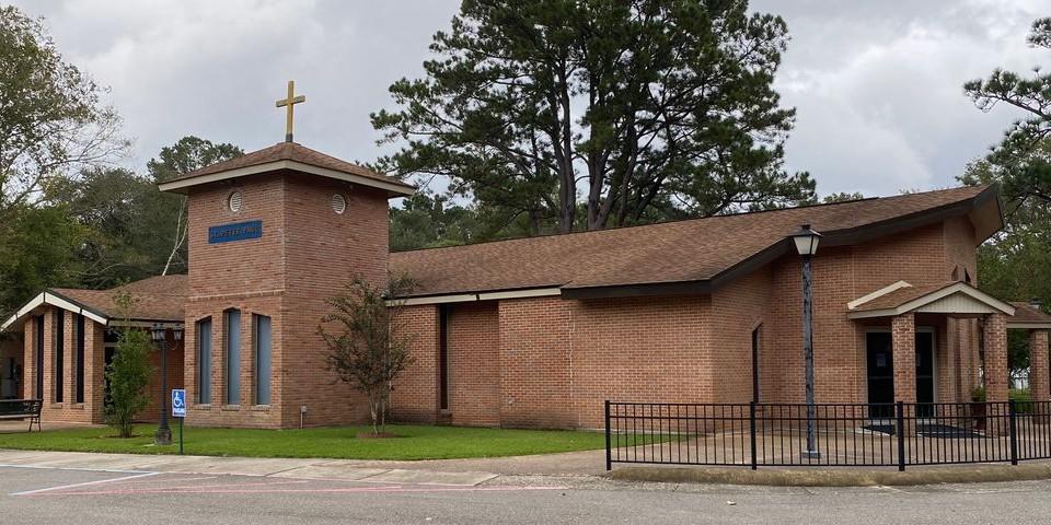 Igreja em Pearl River tem altar profanado